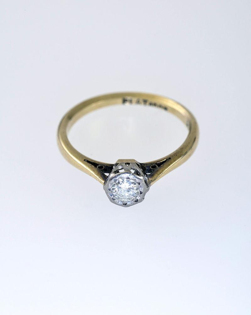 Aukčná spoločnosť SOGA spol. s r.o. - Diela Zlatý prsteň s diamantom ... bd03c2e46cd