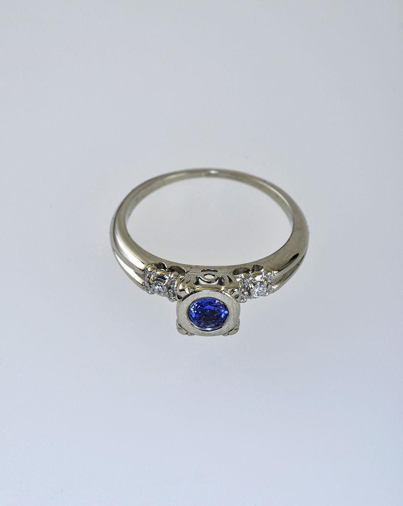 Aukčná spoločnosť SOGA spol. s r.o. - Diela Zlatý prsteň s modrým ... f0fa9a4780e