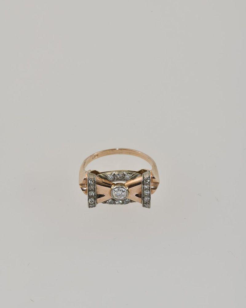 Aukčná spoločnosť SOGA spol. s r.o. - Diela Zlatý prsteň v tvare ... ef1055700bf